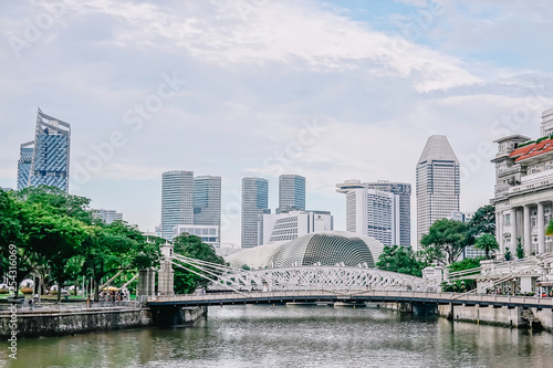 SINGAPORE-NOV 22: Cavenagh Bridge spanning the lower reaches of Singapore River in the Singapore's Central Area on NOV 22, 2018 Wallpaper Mural