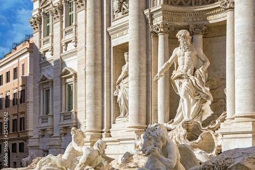 Foto  Ancient Fontanna di Trevi in Rome