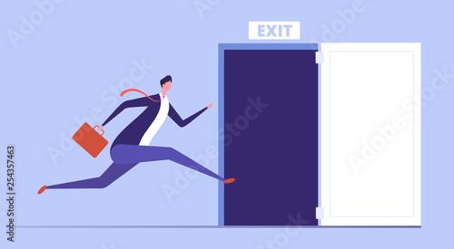 Foto Businessman run to open exit door