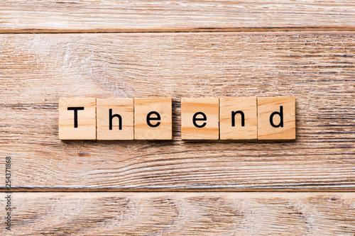The end word written on wood block Fototapet