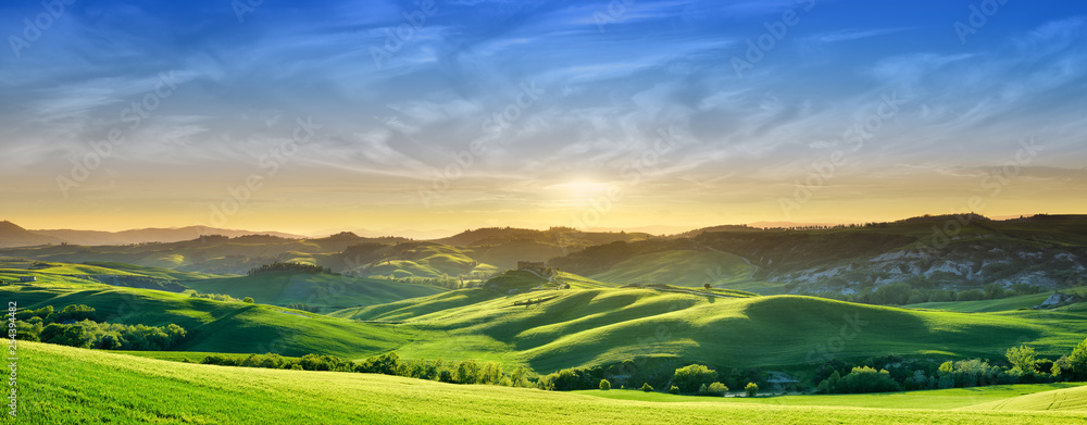 Fototapety, obrazy: Idyllic view, green Tuscan hills in light of the setting sun