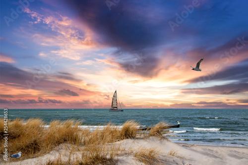 Sonnenuntzergang über der Ostsee mit Segelboot Slika na platnu