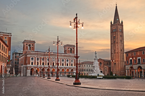 Foto op Canvas Londen rode bus Forli, Emilia-Romagna, Italy: the main square Aurelio Saffi with the ancient abbey of San Mercuriale and the post office building of 1932