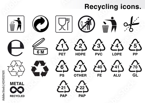 Fotografía  Set of icons for packaging and recycling