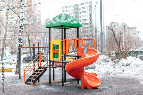 Foto  Ginger and green playground outside at winter time. Moscow city.
