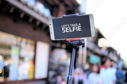 Fotografía  close up of empty smartphone screen with selfie stick
