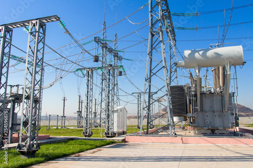 Fotografia High voltage equipment on power electric station