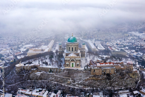 Esztergom, Hungary - Aerial view of the beautiful snowy Basilica of Esztergom on Fototapet