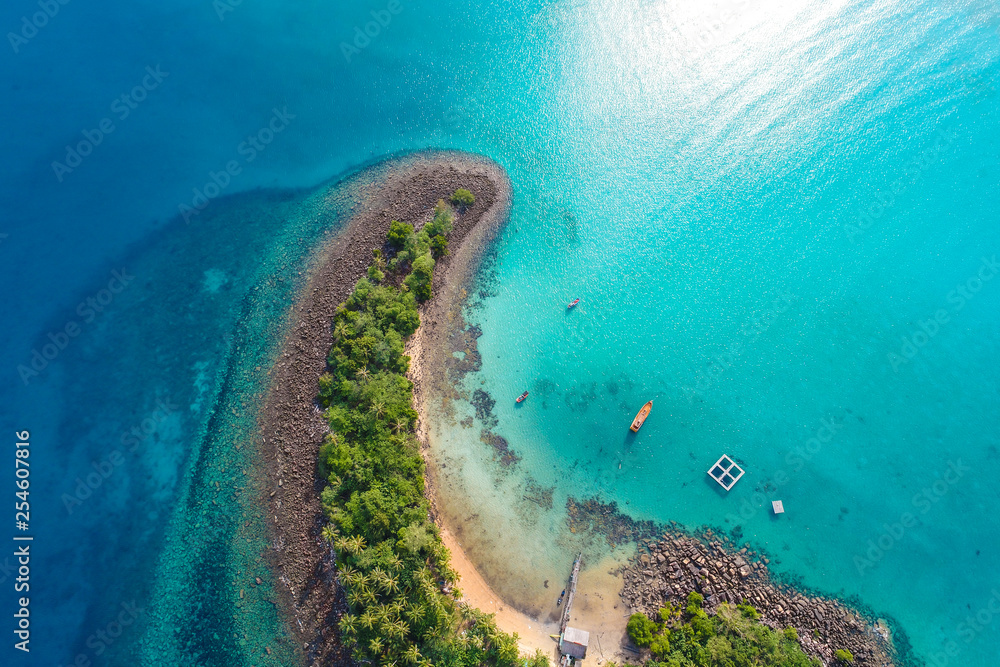 Fototapeta Amazing island with sand beach green tree forest aerial view