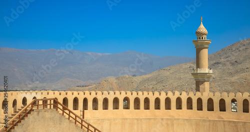 Fotografia, Obraz  Fort Nizwa mit Minarett,
