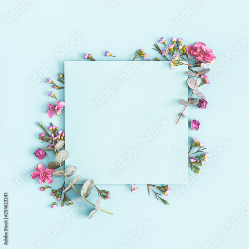 Stickers pour porte Pierre, Sable Flowers composition. Paper blank, pink flowers on pastel blue background. Flat lay, top view, copy space, square