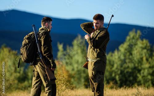 Photo Friendship of men hunters