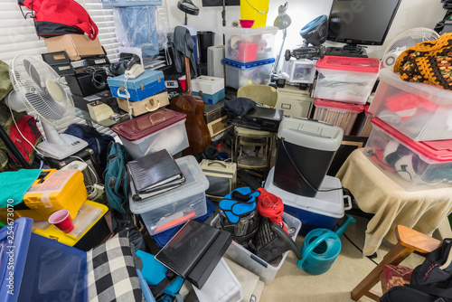 Fotografía  Hoarder room packed with storage boxes, old electronics, files, business equipment and household items
