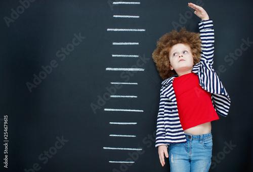 Fotografía  Child measure height