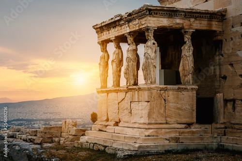 Photo Figures of Caryatids Porch of the Erechtheion on the Parthenon on Acropolis Hill