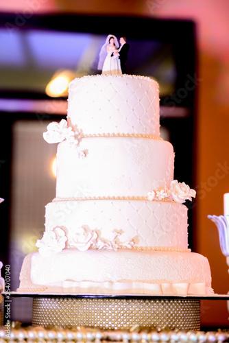 Fotografie, Obraz  table with wedding cake. White cake. selective focus.