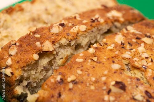 Fotografía  Banana bread with hazelnuts topping