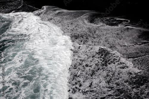 Fotografija  Wellen mit weissen Schaumkronen an der Playa La Zamora