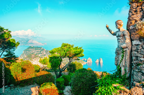 Foto auf Leinwand Turkis Statue and gardens in Capri Island town in Italy