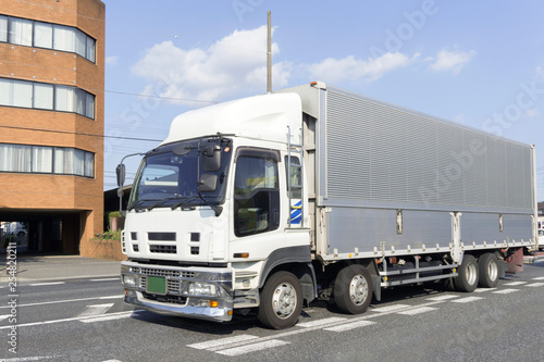 大型トラック 箱トラック