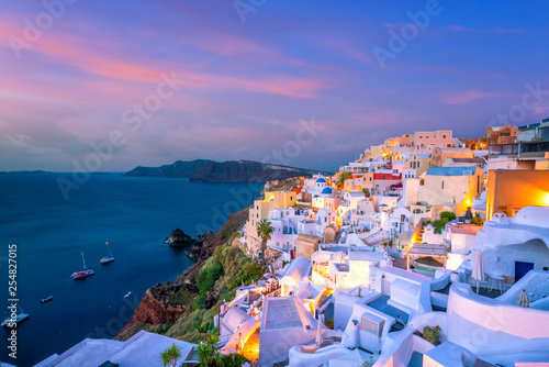 Foto auf Gartenposter Santorini Sunset on the famous Oia city, Greece, Europe