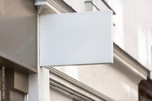 Fotografía  Mock up of a logo sign in front of a shop