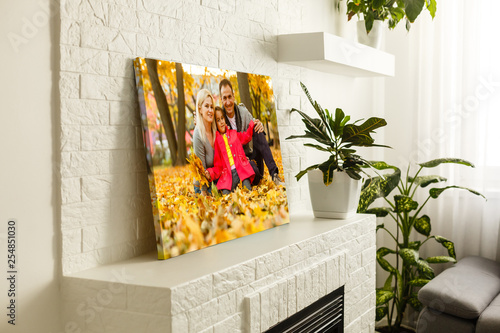 Fotografía  large wall canvas portrait of her family with young children