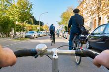Radfahrer Straße PKW