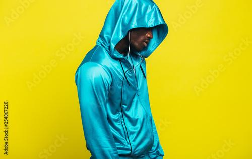 Foto  African man in a sportswear