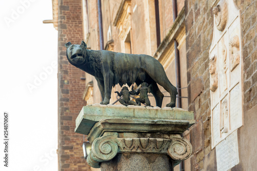 Obraz na plátne  The Capitoline Wolf sculpture depicting a scene from the legend of the founding of Rome
