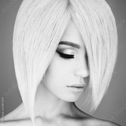 Spoed Foto op Canvas womenART Lovely asian woman with blonde short hair