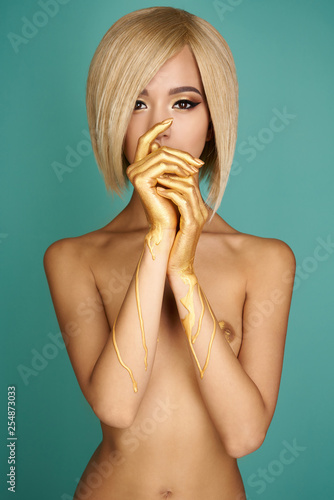 Foto auf Leinwand womenART Elegant nude asian woman with golden body