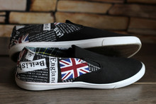 Fashionable Black Sneakers With English Pattern And Text