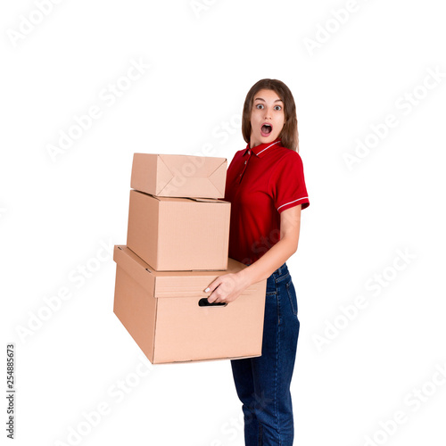 Fotografía  Surprised delivery woman is holding heap of boxes and looking at the camera isol