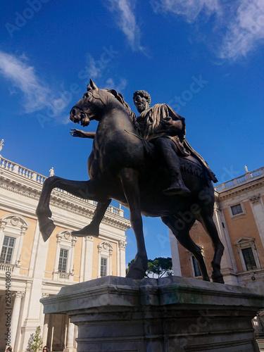 Foto  Equestrian Statue of Marcus Aurelius in the Capitoline Hill, Rome, Italy