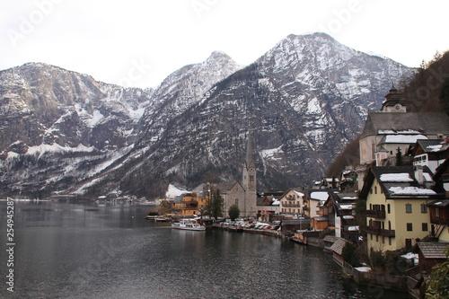 Fotografie, Obraz  Hallstatt und Halstatter See in Österreich mit Bergpanorama