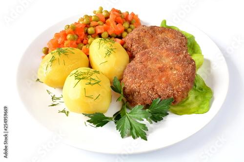 Fototapeta kotlety mielone z ziemniakami, marchewką i groszkiem obraz