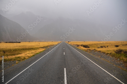 In de dag Route 66 Road around Hooker Valley Track in Aoraki National Park, New Zealand