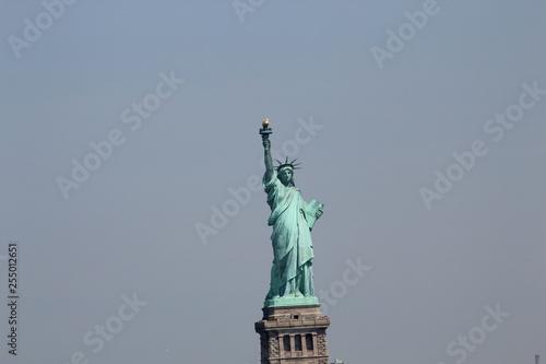 Liberty Monument, Hudson River, New York, Estatua de la Libertad sobre el rio Hu Wallpaper Mural