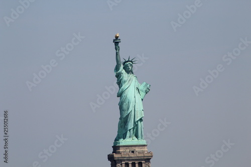 Photo  Liberty Monument, Hudson River, New York, Estatua de la Libertad sobre el rio Hu