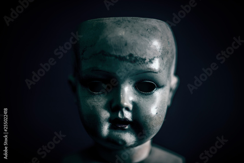 Photographie Creepy doll in the dark