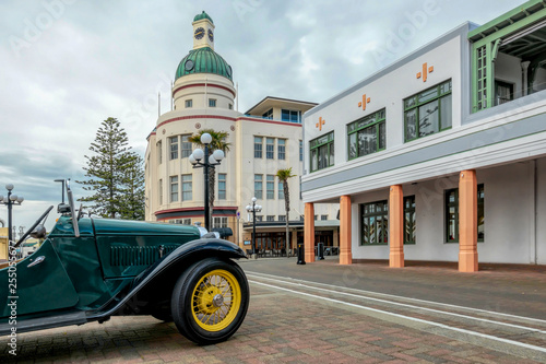 Canvastavla Napier's Iconic Symbols - The Dome and a Vintage Car