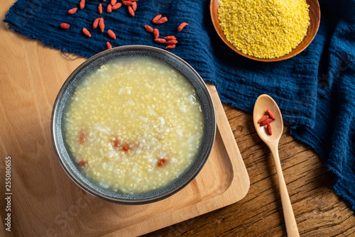 Photo  a bowl of nutritious glutinous rice porridge