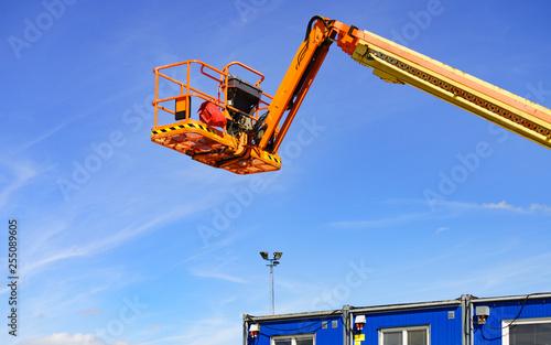 Fotografia  Basket lift on construction site