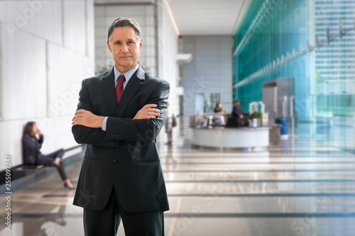 Photo Strong standing pose of CEO business man boss, leader, senior executive, manager