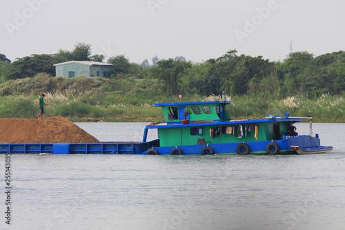 Fotografie, Obraz  barge sur le Mékong au Cambodge