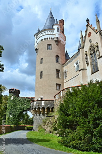 Photo  Czech Republic-view on the castle Zleby