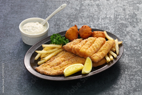 Fototapeta southern fried fish plate, american cuisine obraz