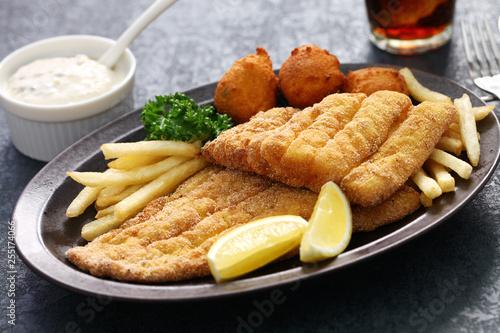 Fotografia southern fried fish plate, american cuisine