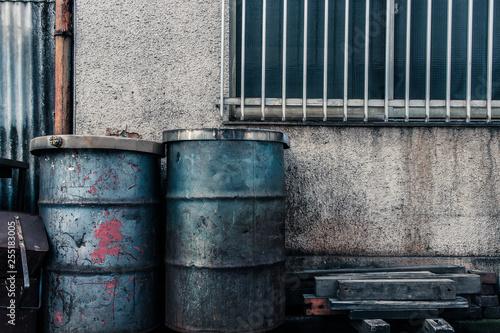Fotografie, Obraz 壁際のドラム缶